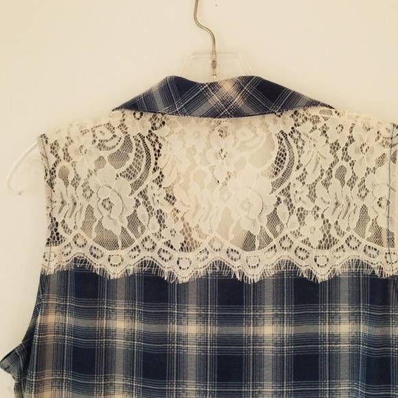 RnB Tops - Vintage woman's plaid sleeveless top, lace top